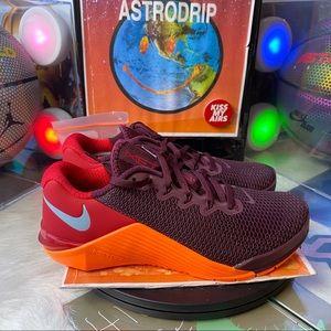 🆕 Nike Metcon 5 Night Maroon Orange - Size: Wmn 7